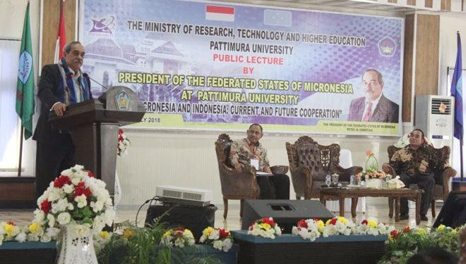 Presiden FSM, Pieters M. Cristian memberikan kuliah umum di hadapan mahasiswa dan civitas akademik Universitas Pattimura Ambon, Jumat (20/7/2018)