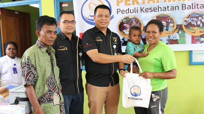Aksi peduli Kesehatan melalui program Pertamina SEHATI di Posyandu Mawar di Kp Buton, Skyline, Kota Jayapura, Kamis (6/9/2018)
