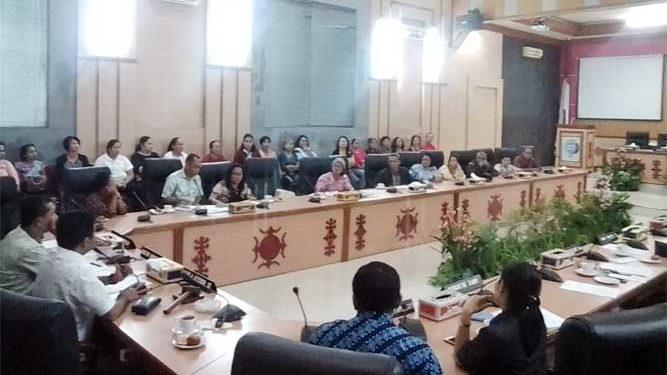 Komisi I DPRD Kota Ambon menggelar rapat dengar pendapat bersama warga eks pengungsi dengan Badan Pertanahan Nasional (BPN) Kota Ambon di ruang sidang utama.