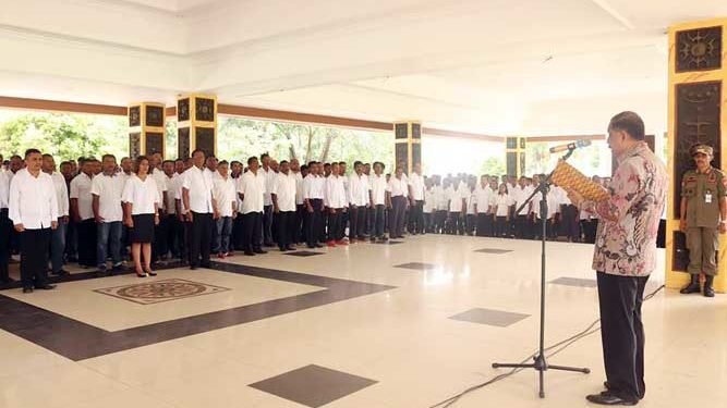 Walikota Ambon, Richard Louhenapessy melantik 1200 Anggota Satlinmas