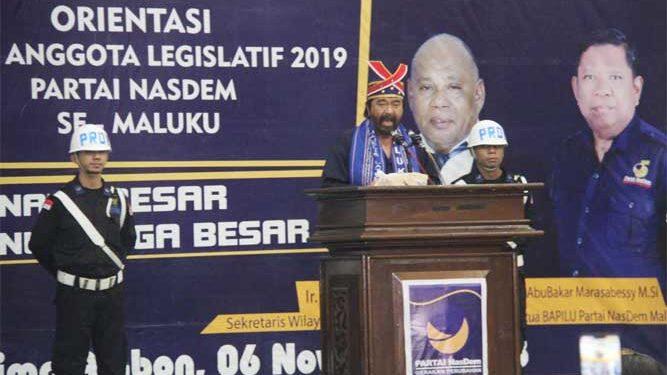 Ketua Umum Partai NasDem, Surya Paloh, saat apel siaga pemenangan dan orientasi caleg 2019 partai NasDem se-Maluku, yang berlangsung di baileo siwalima, karang panjang, Ambon, Selasa (6/11)