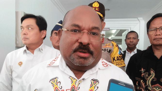 Gubernur Papua Lukas Enembe, SIP, MH saat memberikan pernyataan pers terkait menghilangnya Bupati Nduga Yairus Gwijangge pasca aksi KKSB