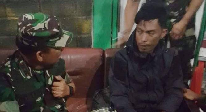 Pekerja PT. Istaka Karya, Jimmy Aritonang (kanan) salah satu saksi hidup aksi pembantaian keji yang berhasil loloskan diri