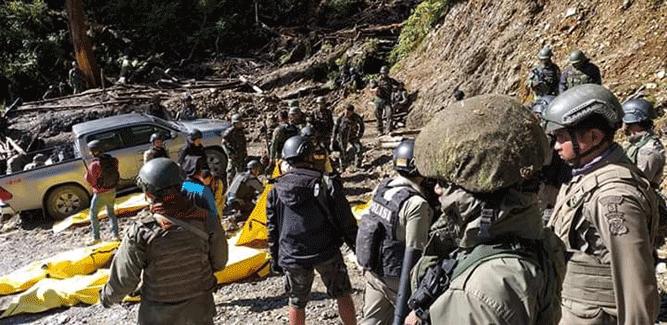 Proses evakuasi belasan jasad korban aksi pembantaian keji KKSB di Puncak Kabo, Distrik Yigi, Nduga, Papua oleh aparat gabungan TNI - Polri usai berhasil menduduki dan menguasai kawasan tersebut