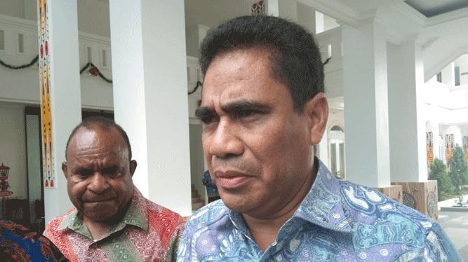 Sekretaris Daerah Papua, T.E.A Hery Dosinaen, S.IP.,MKP.,M.Si (kanan) dan Asisten I Sekda Papua, Doren Wakerkwa, SH