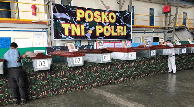 Sejumlah peti jenazah berisi jasad para korban pembantaian Nduga yang telah lebih dulu ditemukan aparat gabungan TNI - Polri