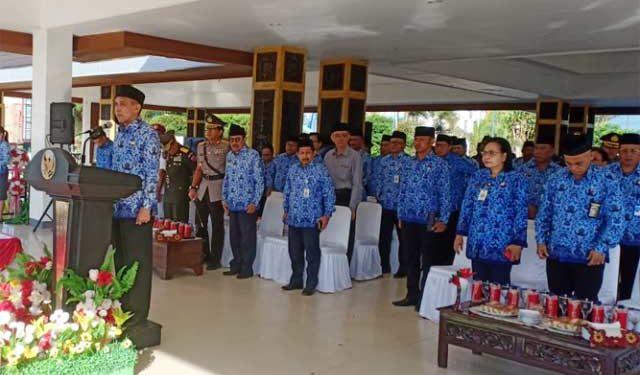 Gubernur Maluku, Ir Said Assagaff memimpin upacara HUT KORPRI ke-47 di Ambon