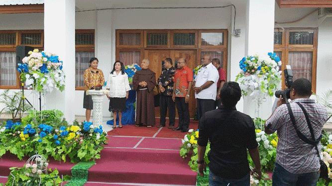 Salah satu momen jelang peresmian aula Pandora SMA Gabungan Jayapura, Rabu (30/1/2019)