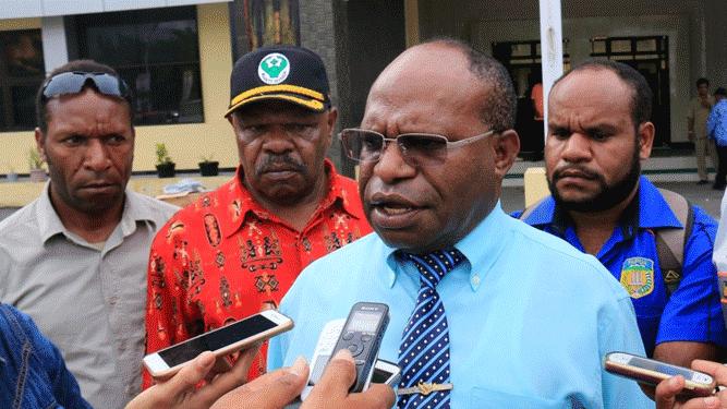 Kepala Dinkes Papua, drg. Aloysius Giyai, M.Kes