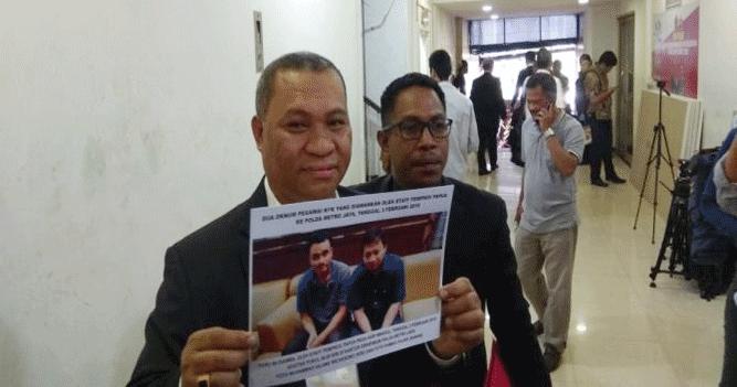 Foto dua oknum pegawai KPK yang diamankan oleh Staff Pemprov Papua ke Polda Metro Jaya, 3 Februari lalu