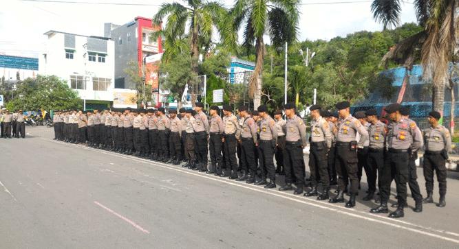 Persiapan personel Polisi dalam rangka pengamanan aksi demo damai Save Lukas Enembe oleh Aliansi Rakyat Bersatu