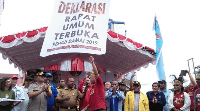 Deklarasi Rapat Umum Terbuka Pemilu Damai 2019 di Papua ditandai pelepasan balon ke udara