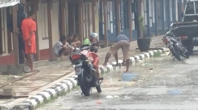 Kondisi drainase di pusat Kota Saumlaki, KKT yang terkesan dibangun asalan