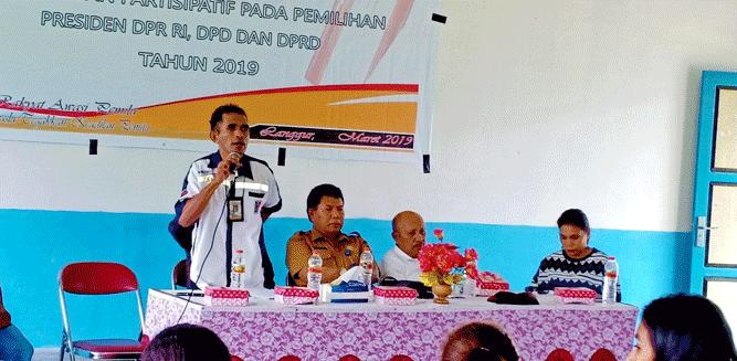 Ketua PWI Malra Geraldo Leisubun saat pemaparan materi