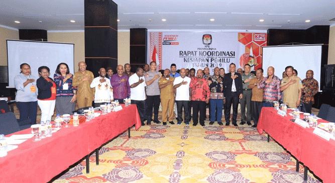 Foto bersama seusai Rakor Persiapan Pemilu 2019 di Swiss Bell Hotel, Kota Jayapura, Selasa (2/4/2019)