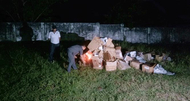Proses pemusnahan surat suara di Tanimbar, Senin malam (22/4/2019)