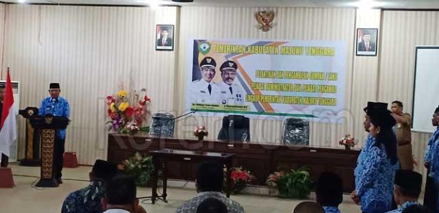 Bupati Maluku Tenggara (Malra), M Thaher Hanubun memberikan sambutan usai pelantikan Pejabat Pengawas dan Pejabat Administrator di lingkup Pemerintah Kabupaten (Pemkab) Malra di Langgur, Kamis (23/5)
