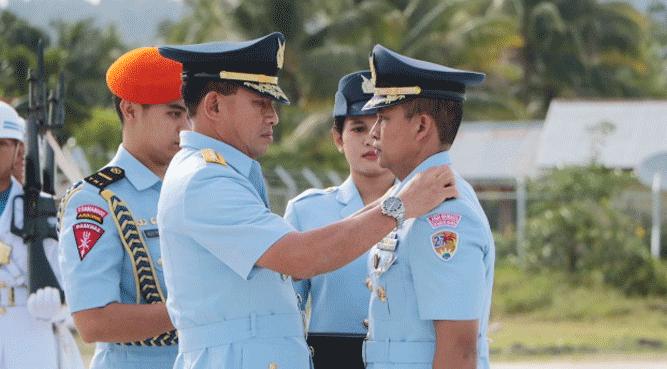 KASAU Marsekal TNI Yuyu Sutisna, SE, MM melantik Letkol Pnb. Trinanda Hasan Febrianto dilantik sebagai Komandan Skadron Udara 27 yang pertama