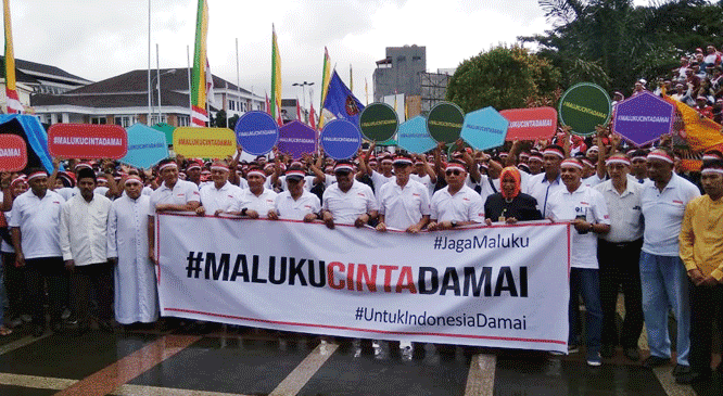 Gubernur Murad Ismail saat mengikuti kegiatan Deklarasi Maluku Cinta Damai yang berlangsung di lokasi Monumen Gong Perdamaian, Jumat (28/6/2019)