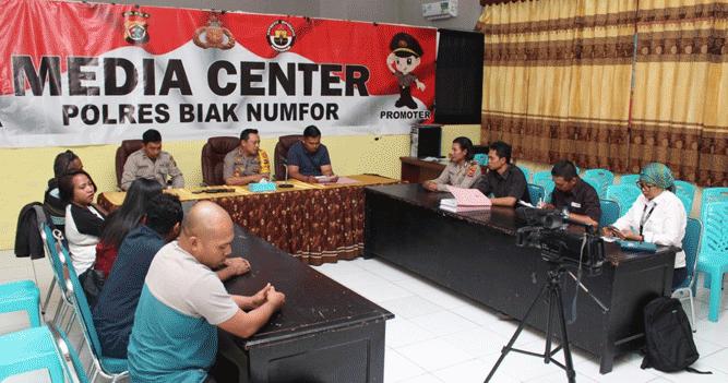 Konferensi pers yang berlangsung di Media Center Polres Biak Numfor, Selasa (18/6/2019)