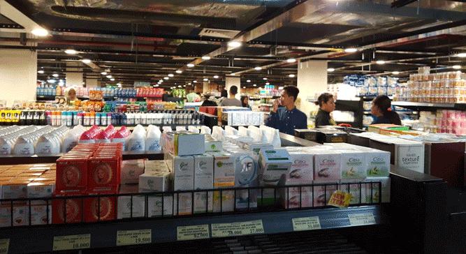 Aktivitas pengunjung Supermarket Hadi Biak, Papua