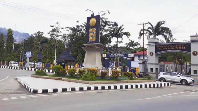 Tugu Adipura yang berada di kawasan Hamadi Angkatan Laut, Kota Jayapura