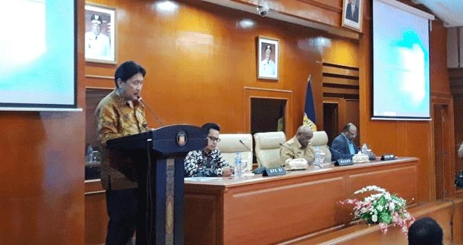 Adlinsyah Maluk Nasution saat menyampaikan pernyataan
