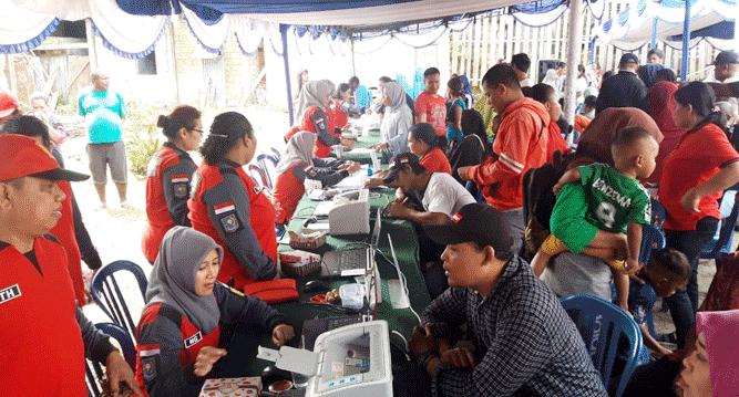 Aktivitas perekaman e-KTP saat operasi Non Yustisi e-KTP di Kelurahan Yobe, Kota Jayapura