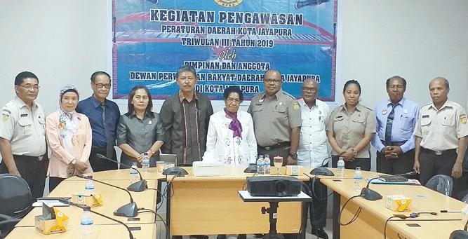 Foto bersama seusai hearing di kantor Bapenda Kota Jayapura, Senin (29/7/2019)