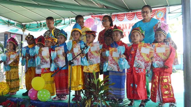 Paud Handayani Biak saat momen melepas peserta didik