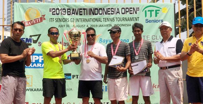 Sekda Hery berhasil meraih juara satu untuk ganda putra kelompok umur 50 tahun berpasangan dengan Bonit Wiryawan.