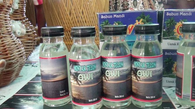 Minyak Telon Owi, salah satu hasil karya warga Distrik Kepulauan, Biak Numfor
