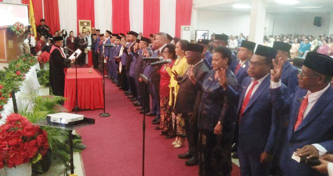 Prosesi pengambilan sumpah janji 40 Anggota Dewan Kota Jayapura Periode 2019 - 2024, Senin (7/10/2019)