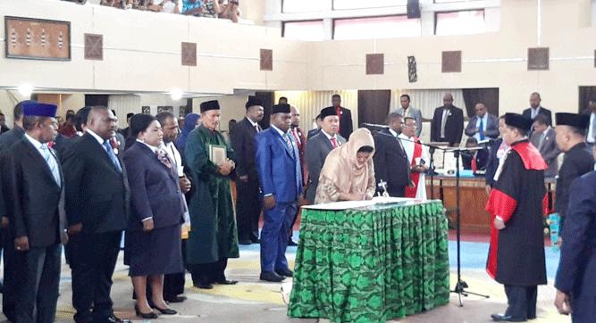 Momen pelantikan 55 anggota Parlemen Papua periode 2019-2024 hasil Pemilu Legislatif 2019