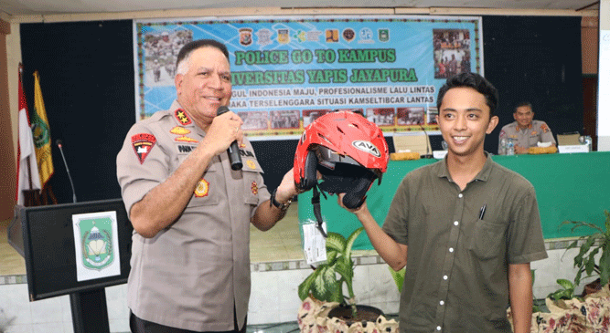 Kapolda Papua Irjen Pol. Paulus Waterpauw saat hadir pada pembukaan program Police G To Campus di Uniyap, Kota Jayapura, Kamis (24/10/2019)