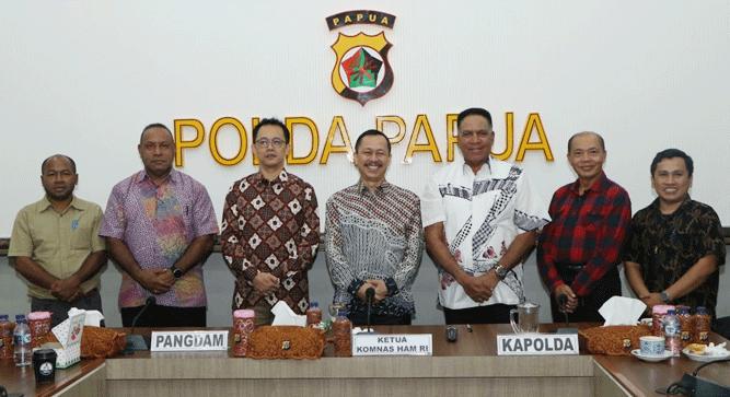 Foto bersama seusai pertemuan