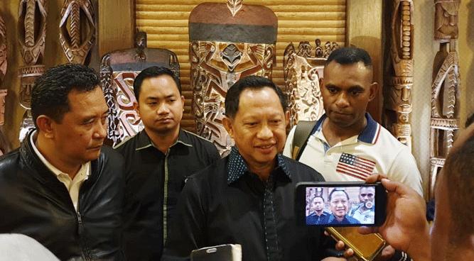 Mendagri Tito Karnavian saat memberikan pernyataan pers