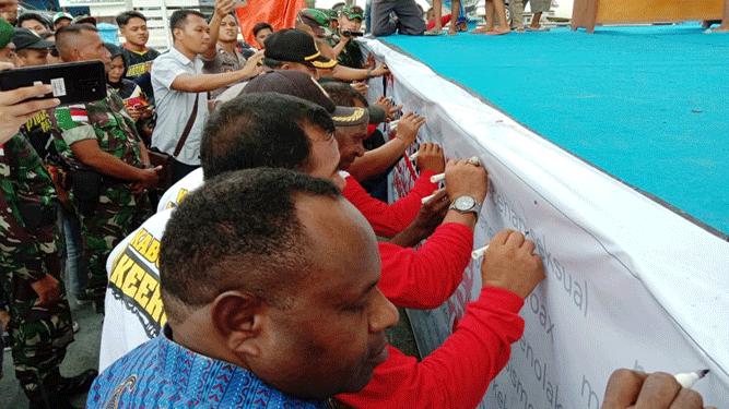 Pemuda Karang Taruna Kampung Yammua - Arso 6, Distrik Arso Barat, Kabupaten Keerom, melaksanakan forum diskusi publik dengan tema Pemuda Bangkit Bersatu