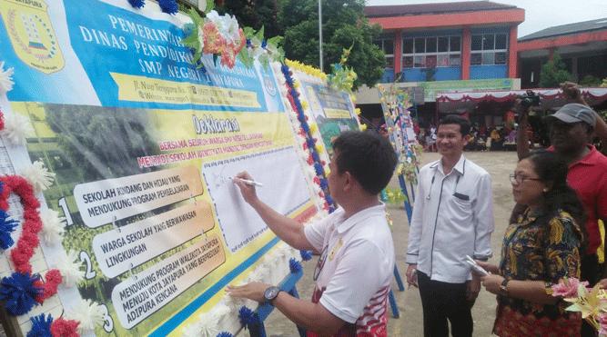 Momen deklarasi program baru SMPN 1 Kota Jayapura