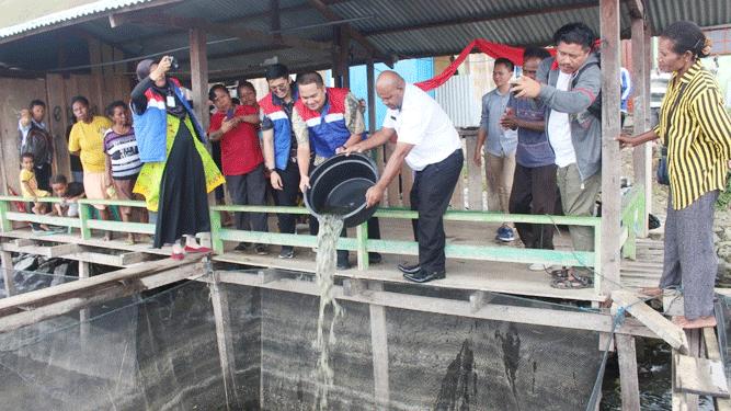 PT Pertamina (Persero) MOR VIII Papua - Maluku melanjutkan program CSR yang telah digalakkan sejak 2016 lalu untuk memberdayakan masyarakat lokal pesisir Danau Sentani