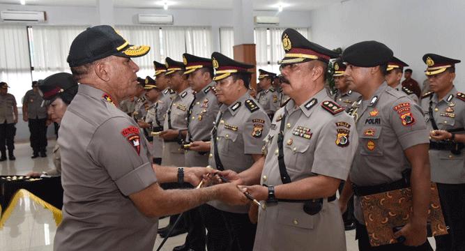 Kapolda Papua Irjen Pol. Paulus Waterpauw saat memimpin Sertijab Dir Polairud dan 10 Kapolres Jajaran