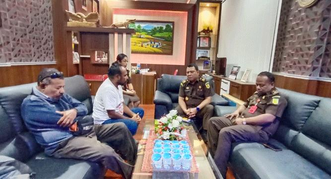 Pertemuan LSM Kampak dan Kejati Papua terkait proses hukum Bupati Waropen