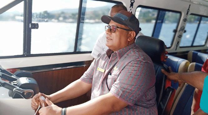 Asisten Bidang Perekonomian dan Kesra Sekda Papua, DR. Muhammad Musa'ad saat tes drive kapal pengawas KN. Korase di laut Kota Jayapura