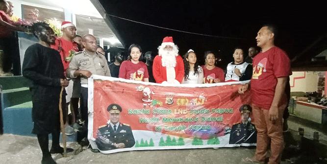 Leting 32 Bintara Polri tahun 2008, Laksamana Niscala Danadyaksa (LND) Polda Papua saat menyambangi rumah di kawasan Distrik Jayapura Utara, Kota Jayapura, Minggu (8/12/2019)