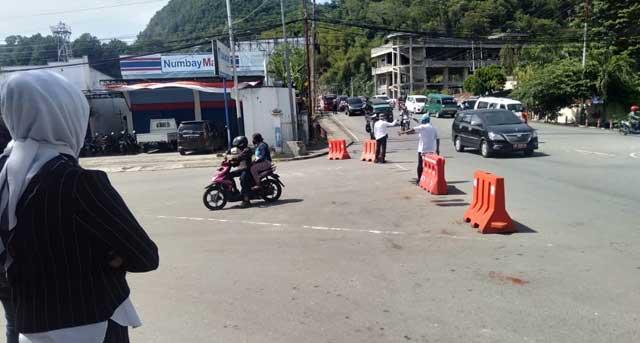 Ketua Pansus Covid-19 DPRD Kota Jayapura Juli Rahman, SH saat memantau jalannya sweeping, Rabu (16/9/2020)