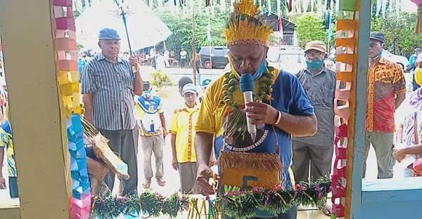 Posko Pemenang IMANI di Kampung Paryem Jadi Rumah Aspirasi / Kepsen: Calon wakil Bupati Supiori, Nichodemus Ronsumbre resmikan posko pemenang IMANI di Kampung Paryem, Distrik Supiori Timur, Kabupaten Supiori, Sabtu (28/11/2020)