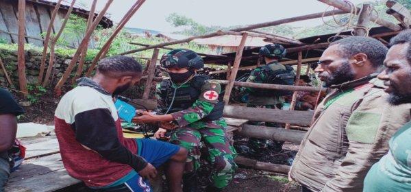 Satgas Pamrahwan YR 500/Sikatan Pos Wuyuneri Sedang Gelar Pengobatan Gratis