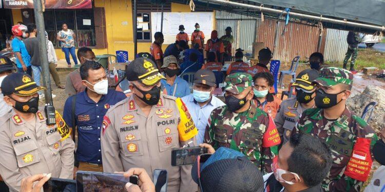 Kapolda Papua, Irjen Pol. Paulus Waterpauw saat memberikan keterangan pers di Kabupaten Boven Digoel, Senin (28/12/2020)