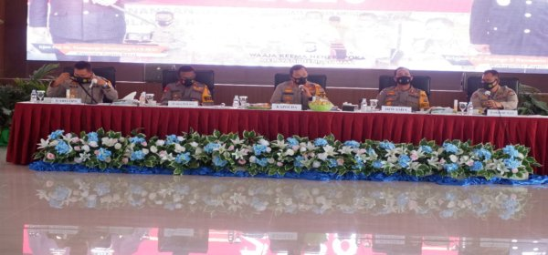 Press Release Akhir Tahun 2020 Polda Papua Barat di  Arfak Convention Hall Mapolda Papua Barat, Jl. Trikora Maripi Manokwari, Selasa (29/12/2020).