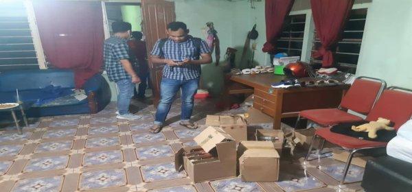 Tim Opsnal Polsek Japsel Saat Menangkap Penjual Miras Ilegal di Kawasan Entrop, Kota Jayapura, Selasa (29/12/2020)